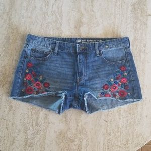 NEW LIST- GAP Floral Embroidered Jean Shorts